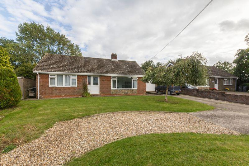 3 Bedrooms Detached Bungalow for sale in The Street, Bossingham