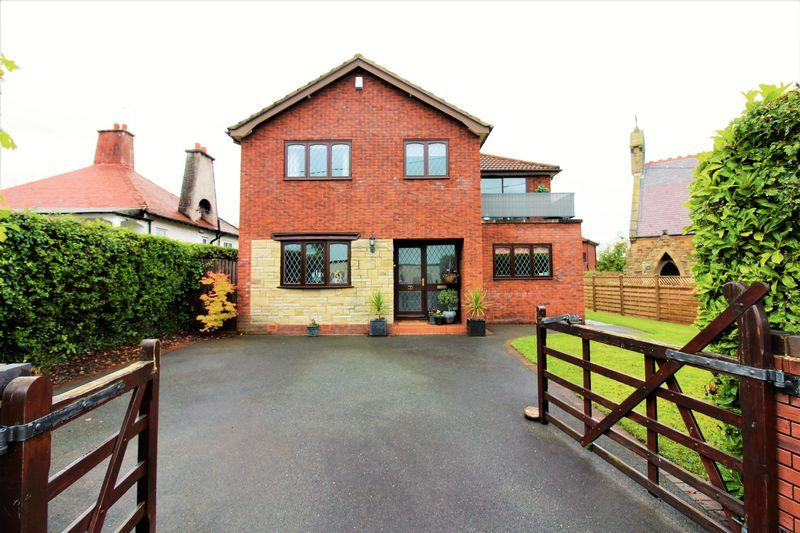 3 Bedrooms Detached House for sale in St Thomas Court, Flint