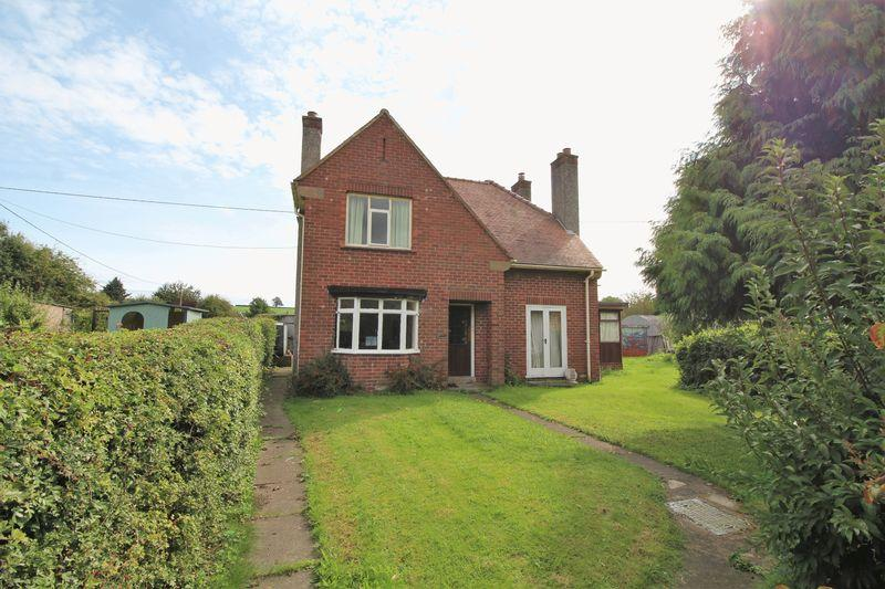 3 Bedrooms Detached House for sale in Holyhead Road, Chirk