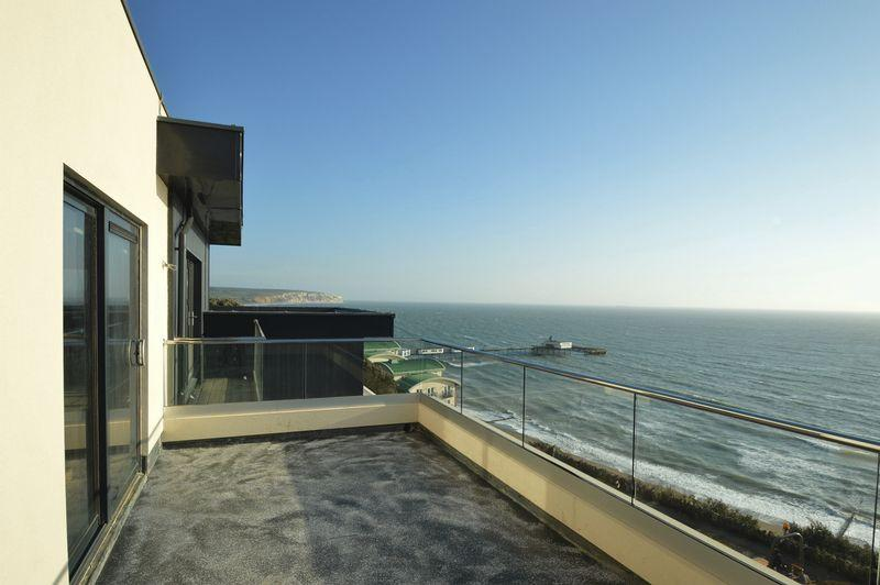 3 Bedrooms Apartment Flat for sale in SANDOWN