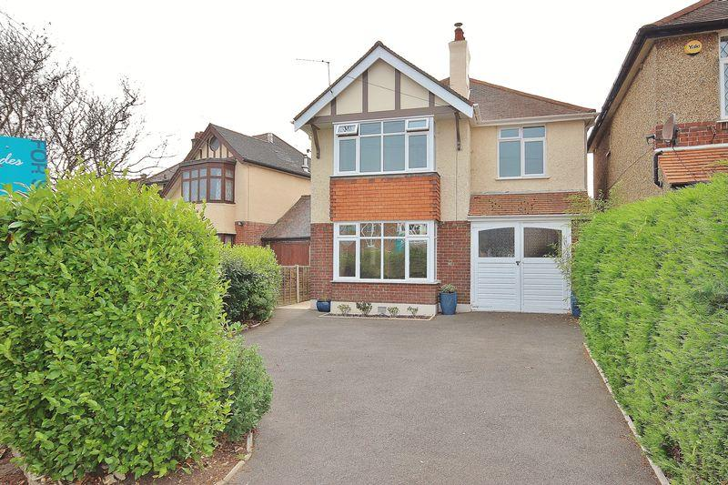 4 Bedrooms Detached House for sale in Saxonbury Road, Tuckton, Bournemouth