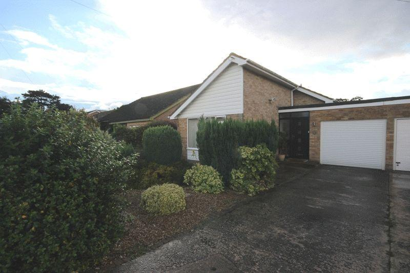 2 Bedrooms Detached Bungalow for sale in HIGHCLIFFE CHRISTHCURCH