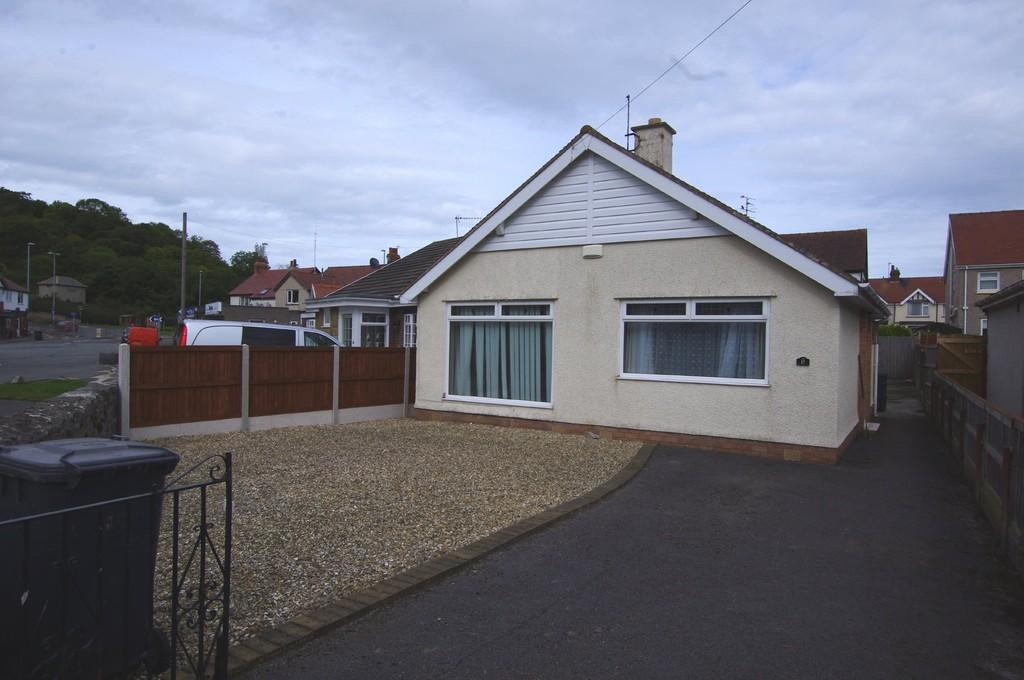 2 Bedrooms Detached Bungalow for sale in Trafford Park, Penrhyn Bay