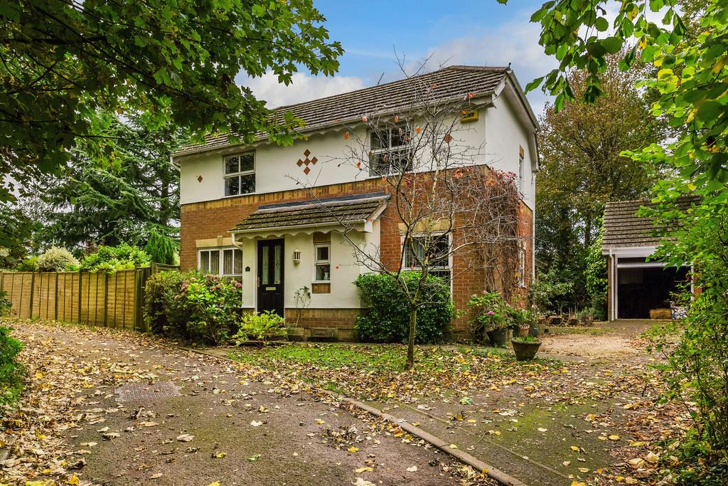 3 Bedrooms Detached House for sale in Badger Close, FOUR MARKS, Hampshire