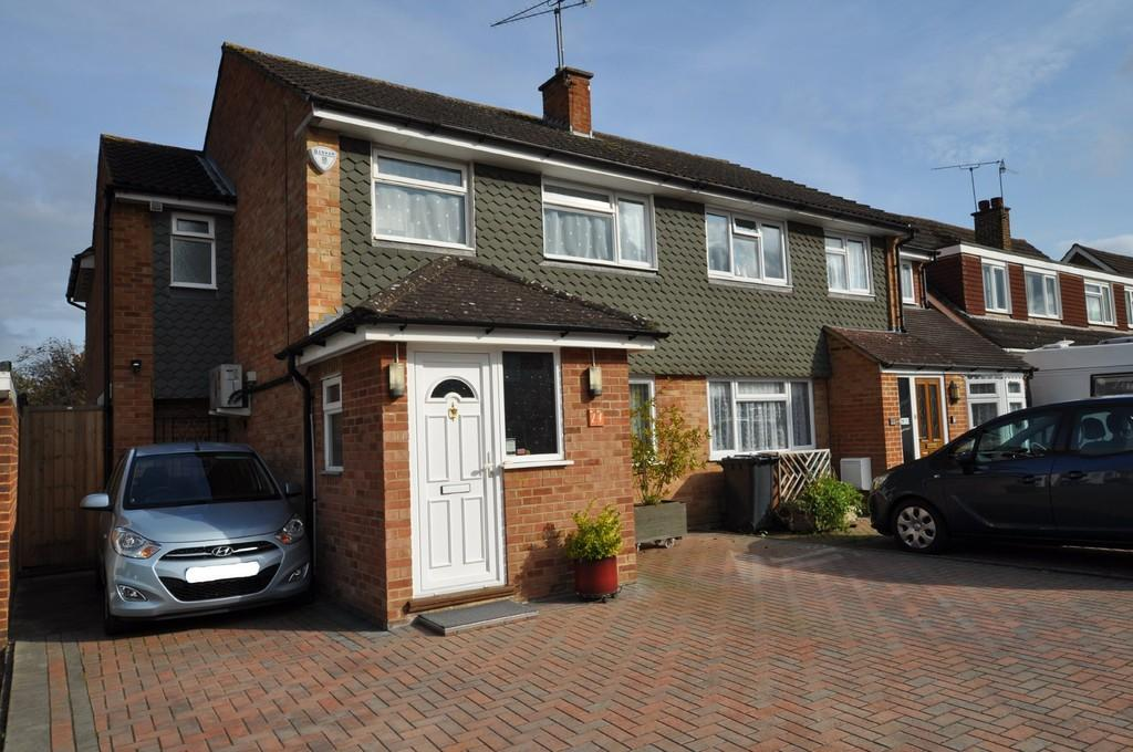4 Bedrooms Semi Detached House for sale in Escombe Drive, Guildford