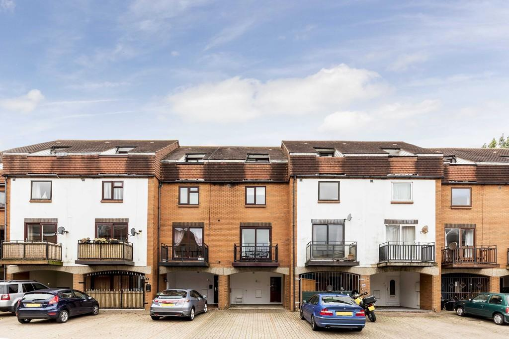 4 Bedrooms Terraced House for sale in Ferry Road, Southsea