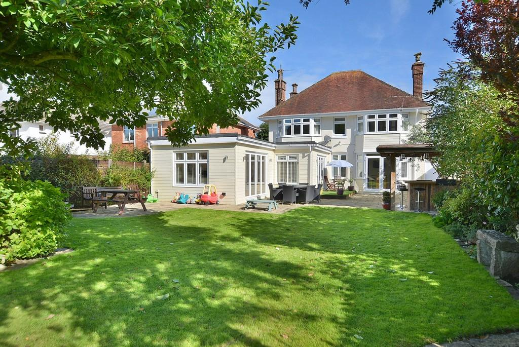 4 Bedrooms Detached House for sale in Iddesleigh Road, Bournemouth