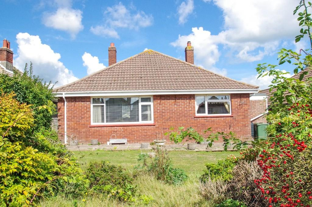 3 Bedrooms Detached Bungalow for sale in Newport Road, Sandown