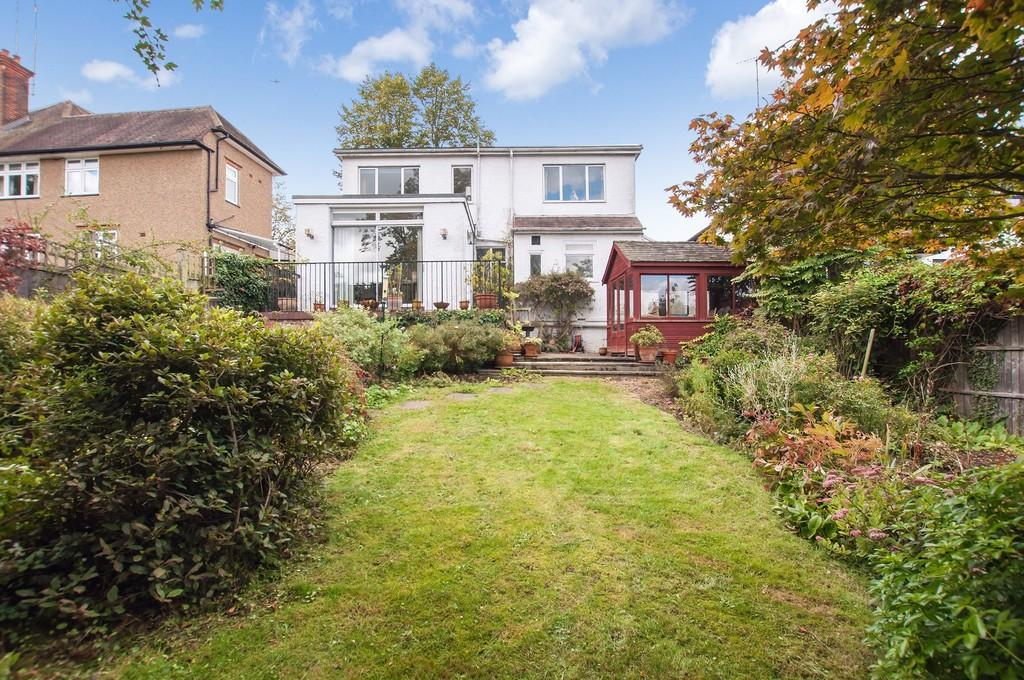 3 Bedrooms Detached Bungalow for sale in Roebuck Lane, Buckhurst Hill