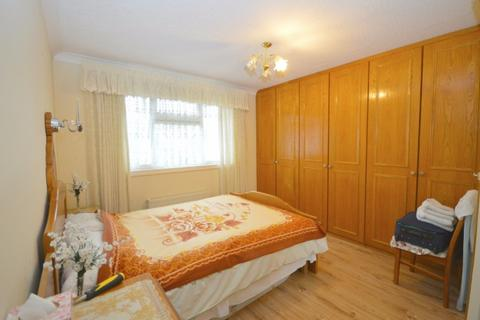 3 bedroom terraced house to rent - Burrow Road,  Chigwell, IG7
