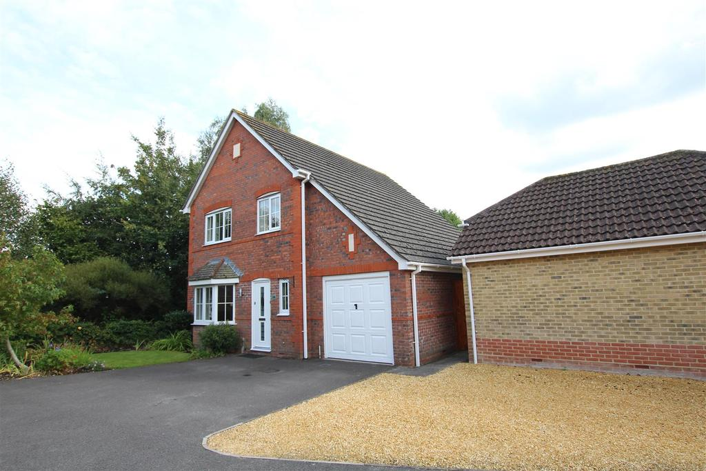3 Bedrooms Detached House for sale in Damson Crescent, Fair Oak, Eastleigh
