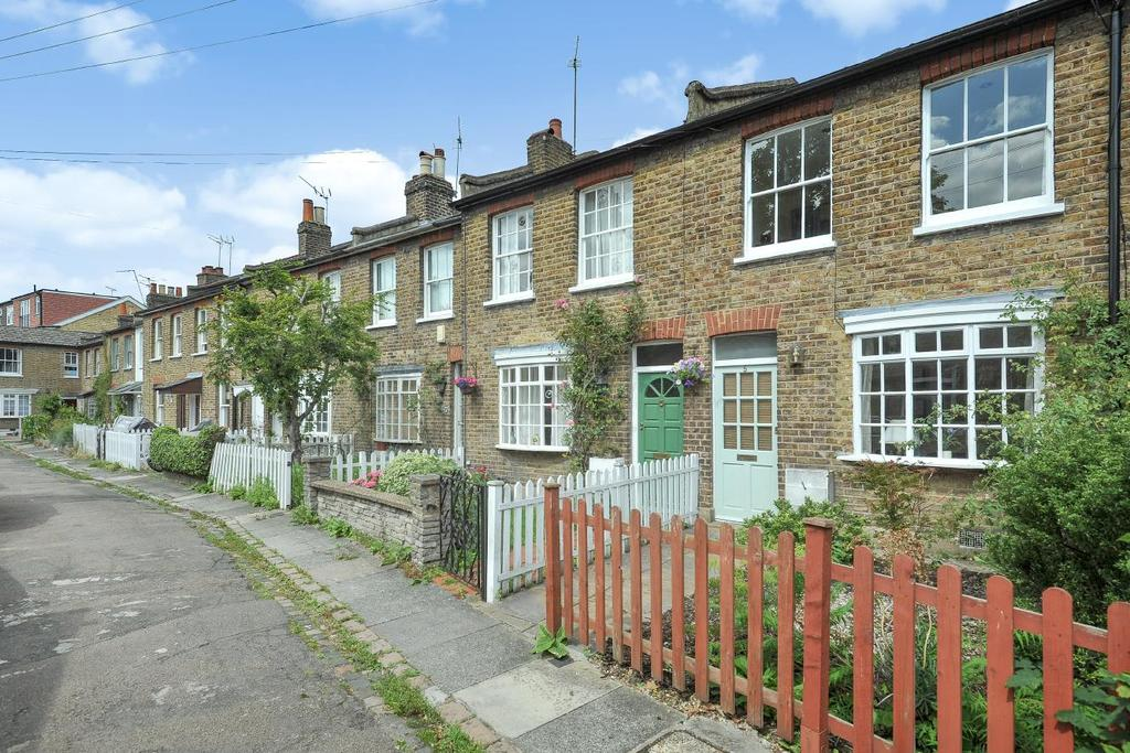 2 Bedrooms Cottage House for sale in St. Marys Place, Ealing