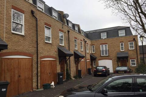 4 bedroom townhouse to rent - Rose & Crown Mews, Isleworth