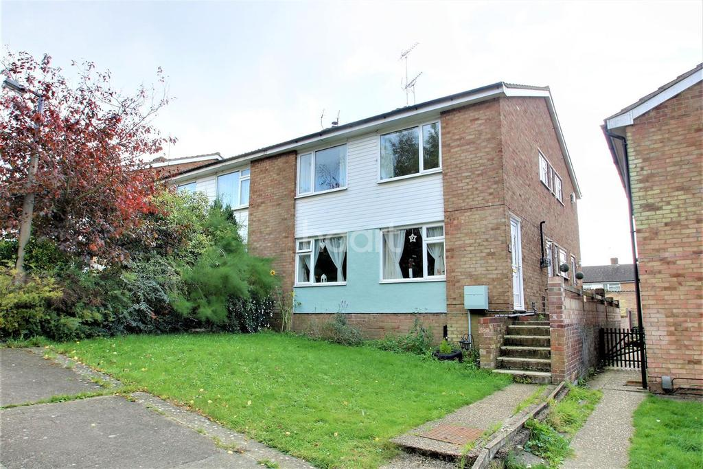 2 Bedrooms Maisonette Flat for sale in Suffolk close, Colchester