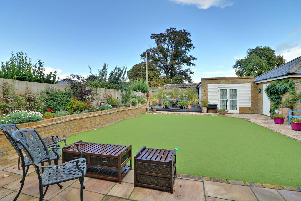 4 Bedrooms Semi Detached House for sale in The Reading Room, The Garrison, Shoeburyness