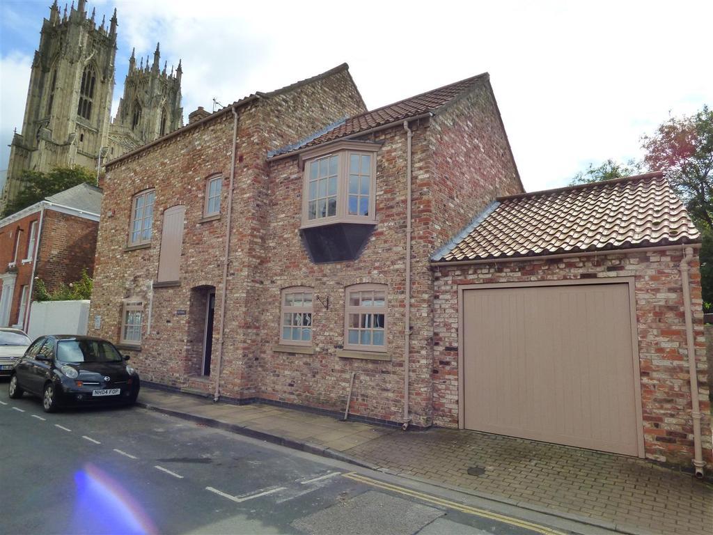 4 Bedrooms Detached House for sale in Loft House, Minster Moorgate, Beverley, East Yorkshire, HU17 8HP