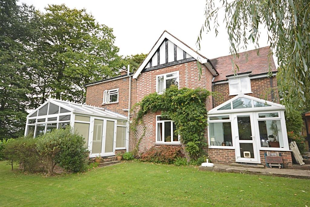 4 Bedrooms Detached House for sale in High Street, Burwash