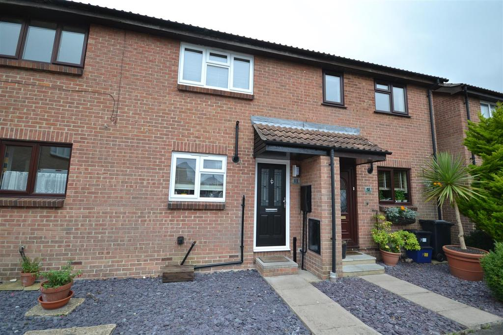 2 Bedrooms Terraced House for sale in Cherry Orchard, Southminster