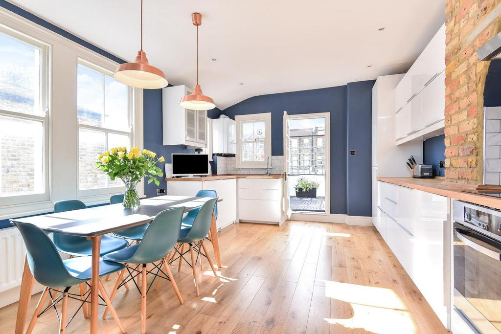 2 Bedrooms Maisonette Flat for sale in Mantilla Road, Tooting