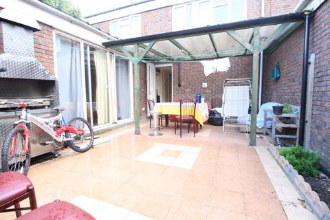 3 bedroom house to rent - Conistone Way, Islington, N7