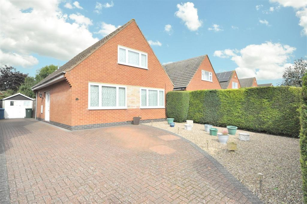 3 Bedrooms Detached Bungalow for sale in Belvoir Crescent, Langar, Nottingham