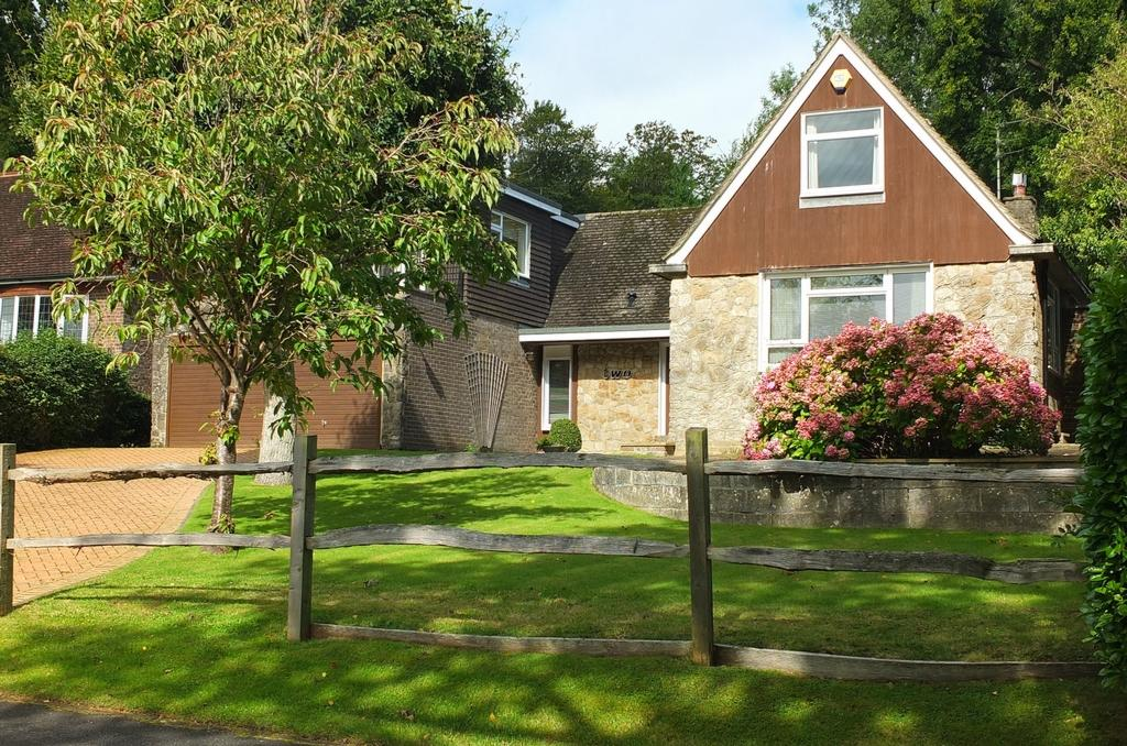 5 Bedrooms House for sale in Lucastes Lane, Haywards Heath, RH16