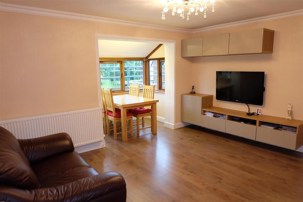 2 Bedrooms Flat for sale in Bradwell Road, Newcastle Upon Tyne