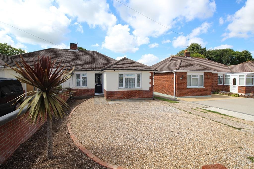 3 Bedrooms Semi Detached Bungalow for sale in Similar bungalows nearby gives this address a sense of space.