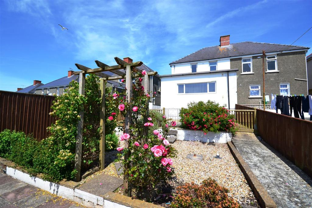 3 Bedrooms Semi Detached House for sale in Precelly Place, Milford Haven