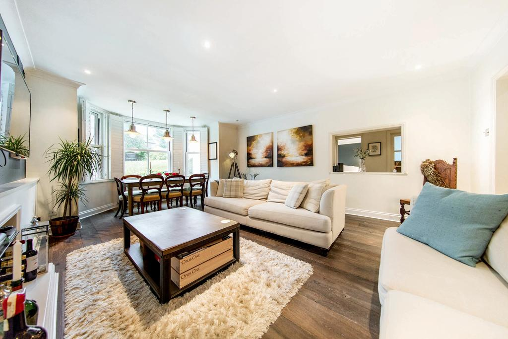 3 Bedrooms Flat for sale in Upper Richmond Road, SW15