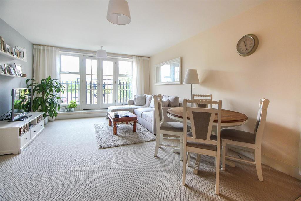 2 Bedrooms Flat for sale in Haywards Heath