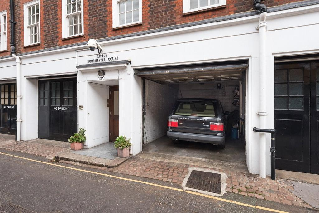 Garages Garage / Parking for sale in Little Dorchester Court, Pavilion Road, London, SW1X