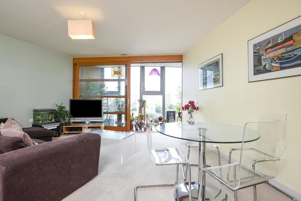 1 Bedroom Flat for sale in Lombard Road, Battersea