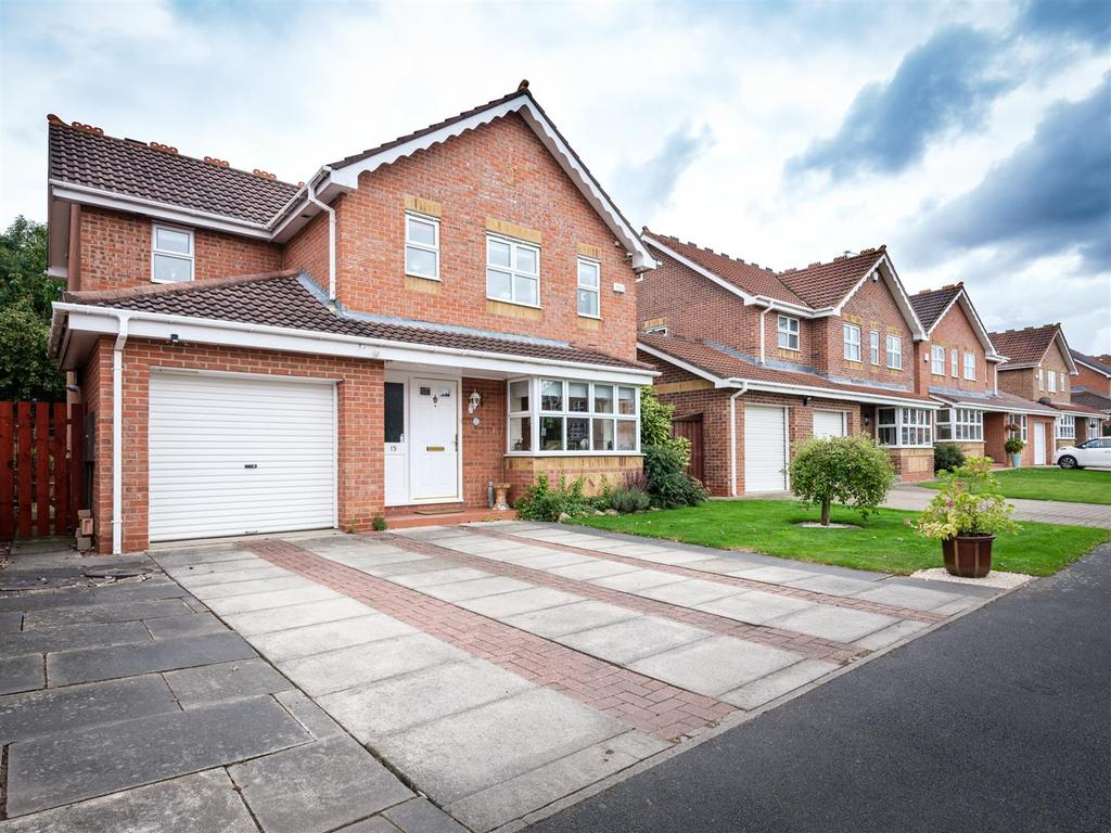 4 Bedrooms Detached House for sale in Whitebridge Drive, Darlington