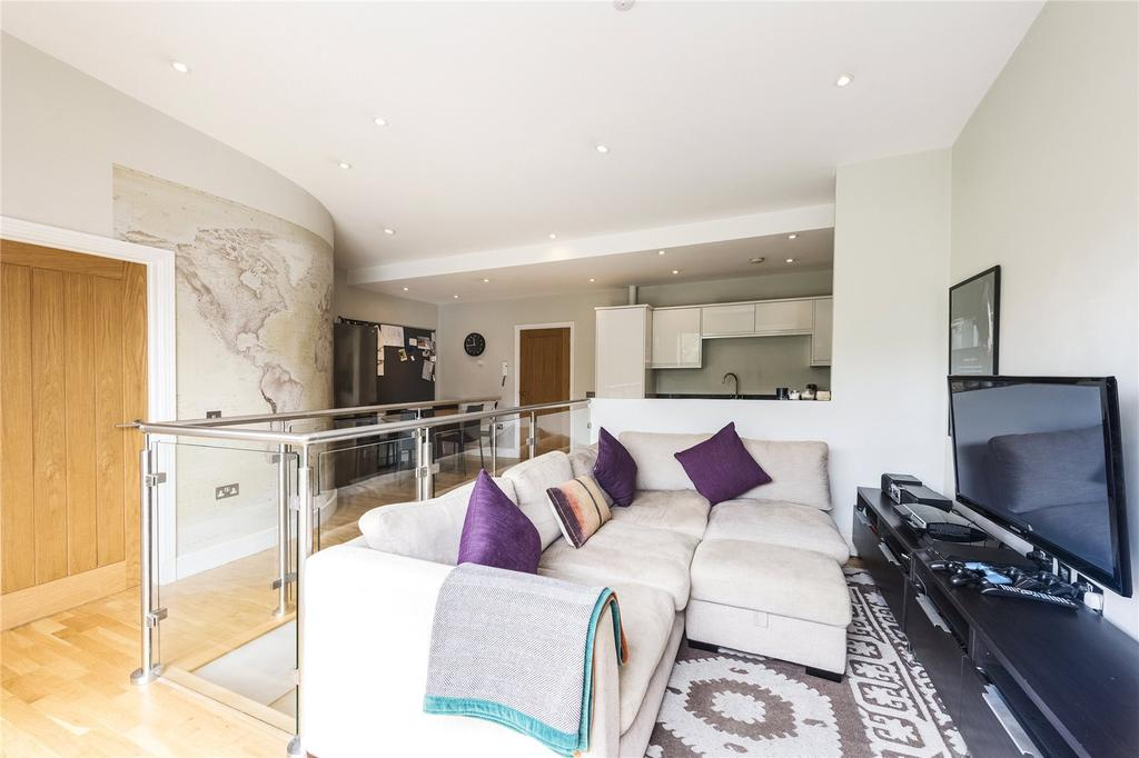3 Bedrooms Flat for sale in Acton Lane, London