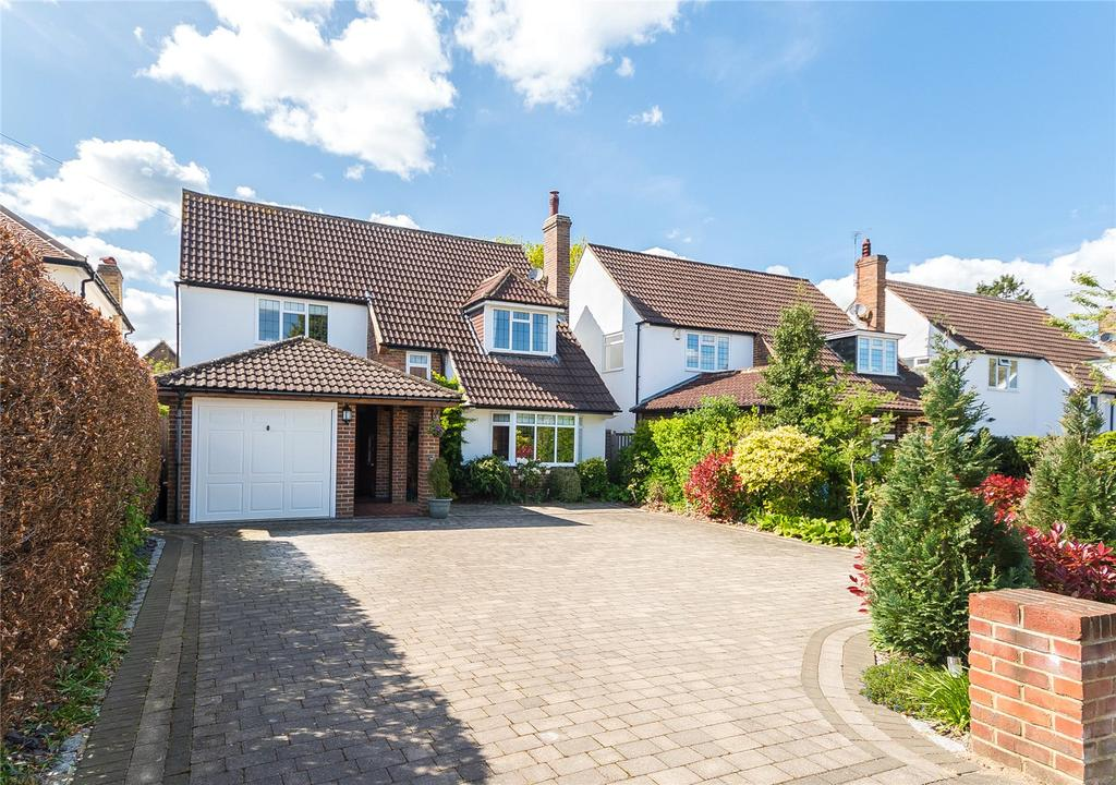4 Bedrooms Detached House for sale in Latchmoor Way, Chalfont St. Peter, Gerrards Cross, Buckinghamshire