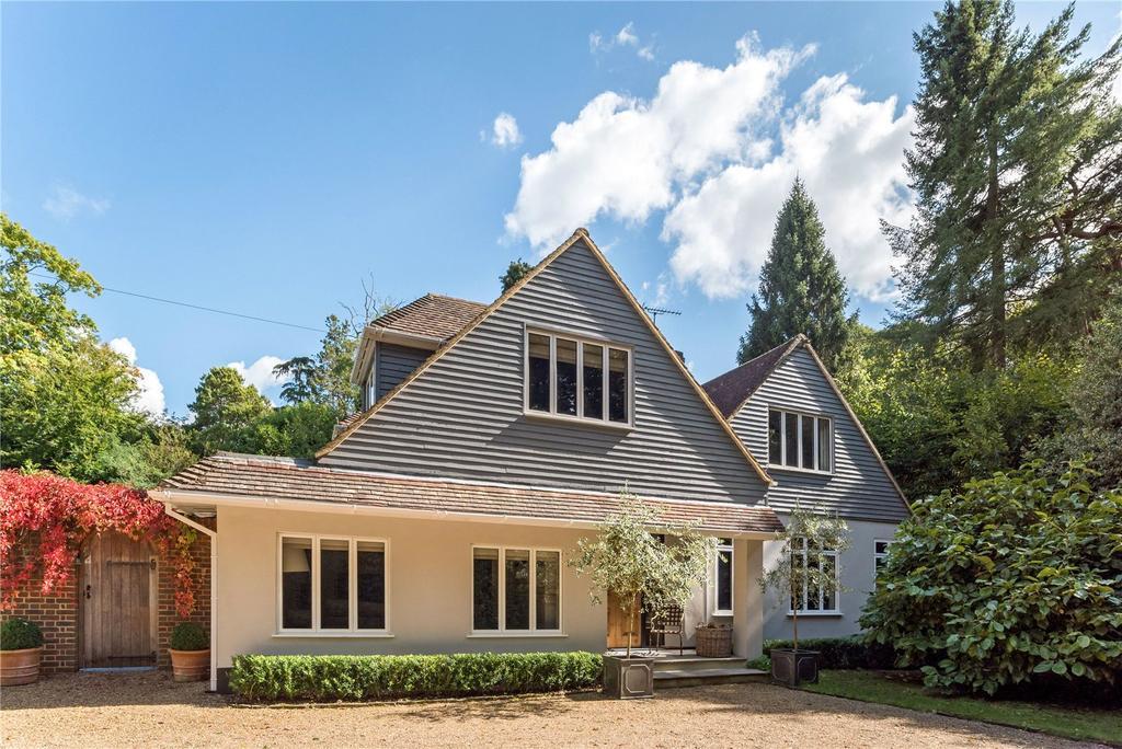 4 Bedrooms Detached House for sale in Hascombe Road, Godalming, Surrey, GU8