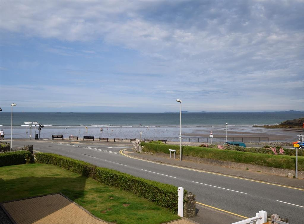 4 Bedrooms Detached House for sale in Millmoor Way, Broad Haven, Haverfordwest