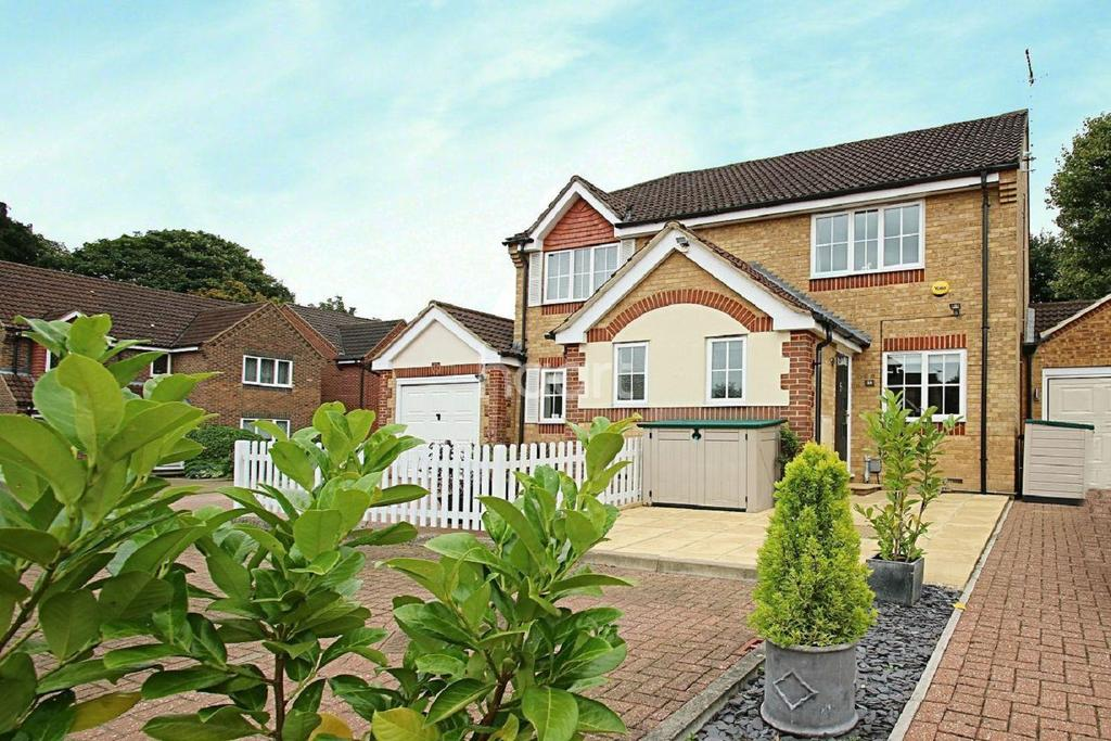 2 Bedrooms Semi Detached House for sale in Mallard Road, Abbots Langley.