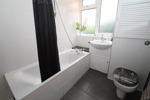 1 bedroom flat to rent - Barnes Court, Woodford, IG8