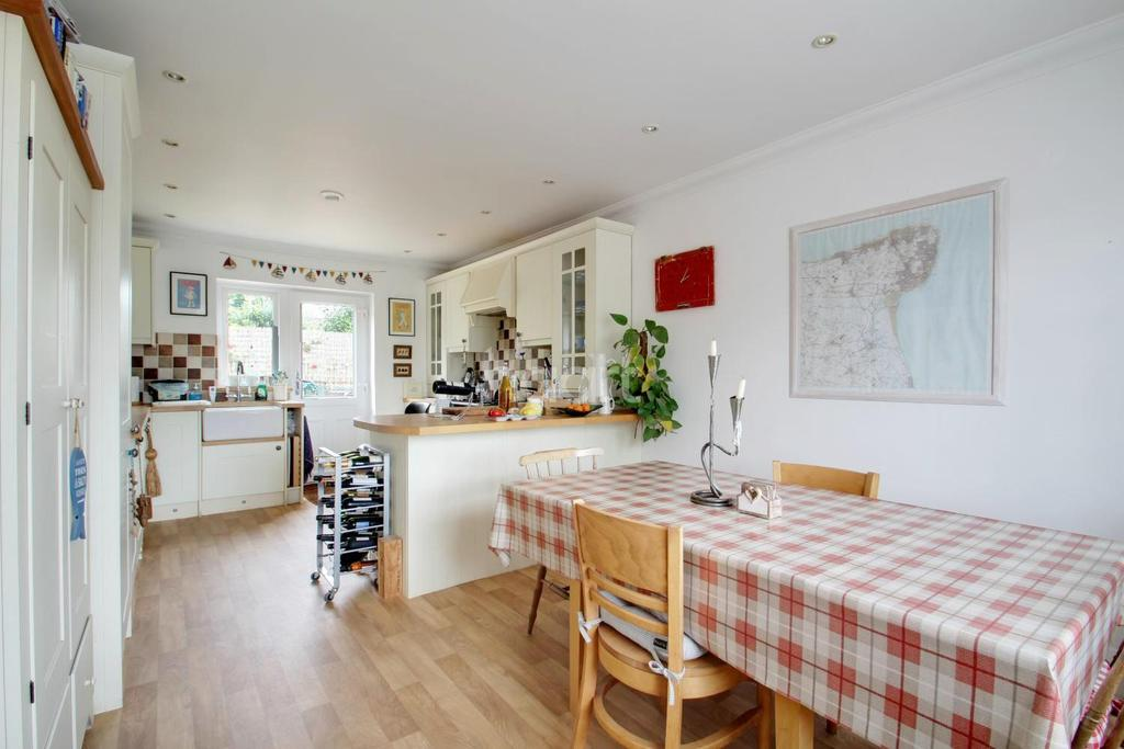 3 Bedrooms Detached House for sale in Carlton Avenue, Broadstairs, CT10 1AQ