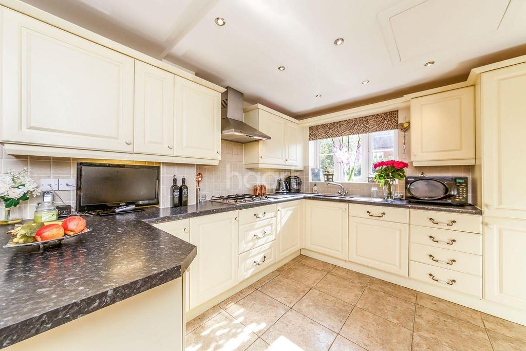 4 Bedrooms Detached House for sale in Mendip Way, Great Ashby, Stevenage