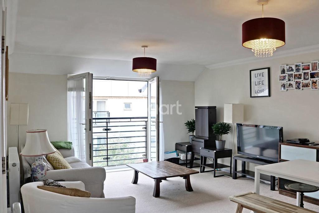 2 Bedrooms Flat for sale in Eddington Crescent