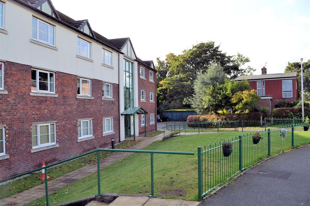 2 Bedrooms Flat for sale in Lightley Close, Sandbach