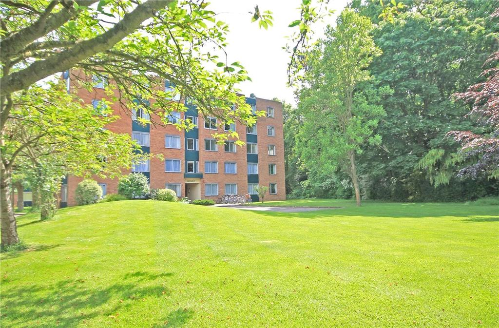 3 Bedrooms Apartment Flat for sale in Amhurst Court, Pinehurst, Grange Road, Cambridge, CB3