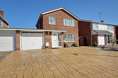 3 bedroom detached house for sale - Upland Drive, Colchester