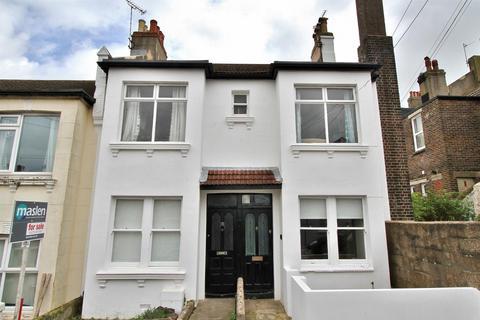 2 bedroom flat for sale - Sandown Road