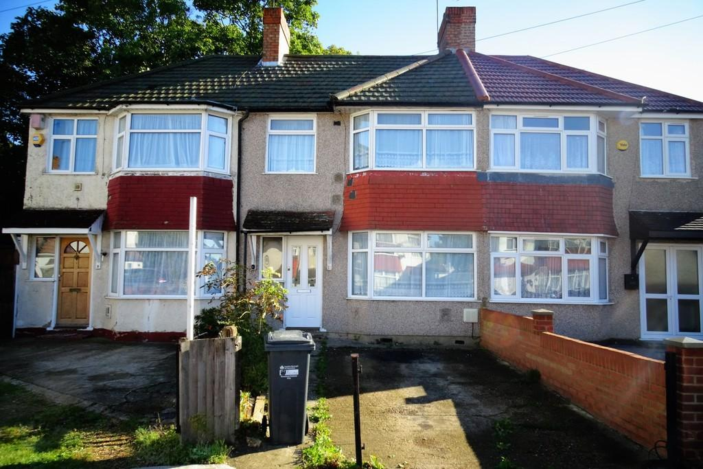 3 Bedrooms Terraced House for sale in Beeston Way, Feltham, TW14