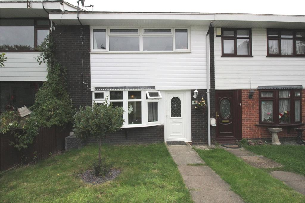 3 Bedrooms Terraced House for sale in Markhams Chase, Basildon, Essex, SS15