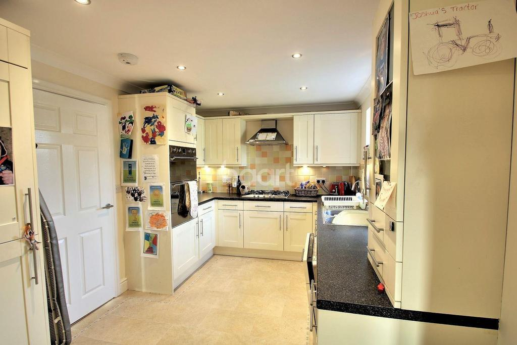 4 Bedrooms Detached House for sale in Nayland Road, Mile End, Colchester.